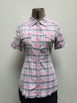 Blusa a cuadros rosa, blanco y verde, 100% algodón, cierra con broches, basta deshilachada. Linda! Talla M foto 1